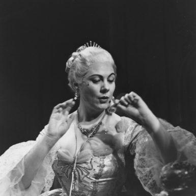 Renata Tebaldi in the title role of Puccini's Manon Lescaut, Metropolitan Opera, New York City, 1958
