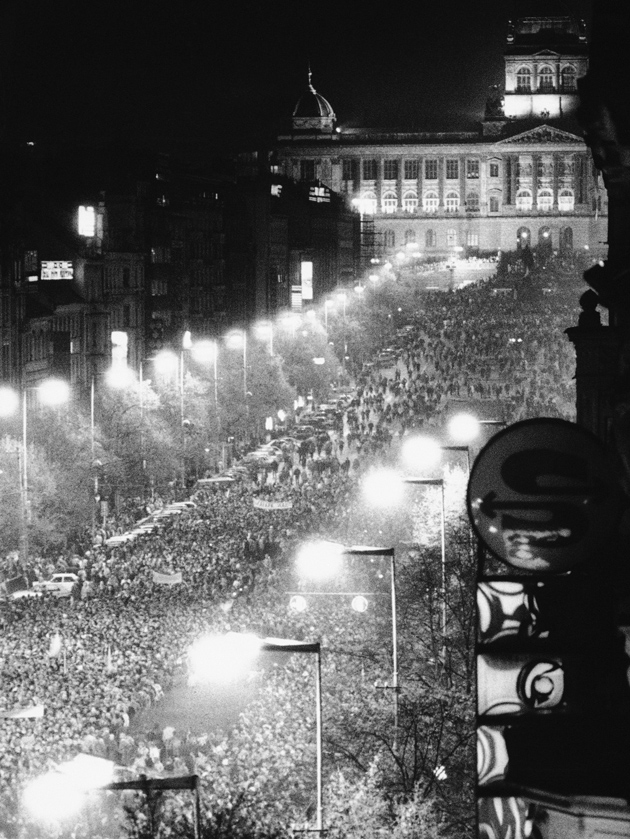 Anti-government demonstrators in Wenceslas Square, Prague, November 20, 1989