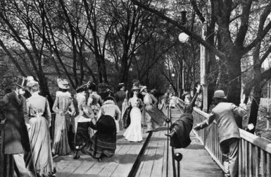 The rolling sidewalk at the Paris Universal Exposition, 1900
