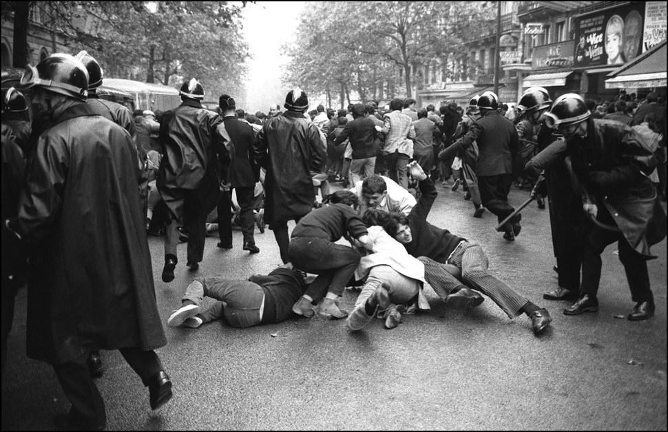 Parisian street fight, 1968.jpg