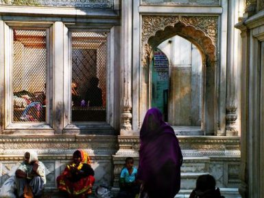 Women gathering at the tomb of Shaikh Nizamuddin, Delhi