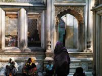 Women gathering at the tomb of Shaikh Nizamuddin, Delhi, February 2005