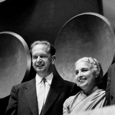 UN Secretary-General Dag Hammarskjöld and General Assembly President Vijaya Lakshmi Pandit at a meeting of the assembly, September 1953
