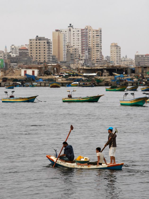 Palestinian fishermen.jpg