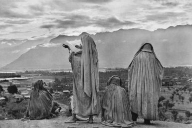 Srinagar, Kashmir, 1948; photograph by Henri Cartier-Bresson