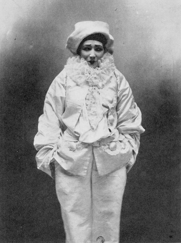 Sarah Bernhardt as Pierrot in Jean Richepin's Pierrot assassin, 1883; photograph by Paul Nadar