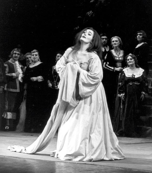 Joan Sutherland in Lucia.jpg