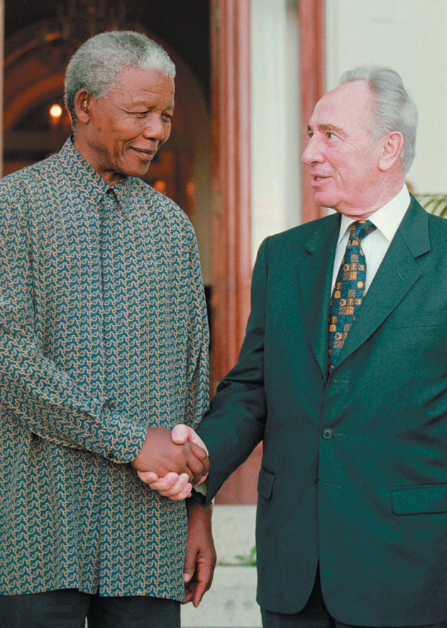 Nelson Mandela and Shimon Peres meeting in Cape Town to discuss the Middle East peace process, October 20, 1996