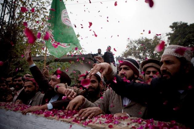 Pakistani religious party Sunni Tehreek.jpg