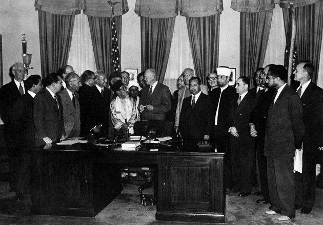 Eisenhower meeting, 1953.jpg