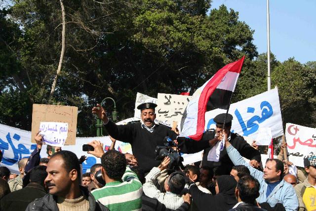 Pro-Mubarak demonstrators.jpg