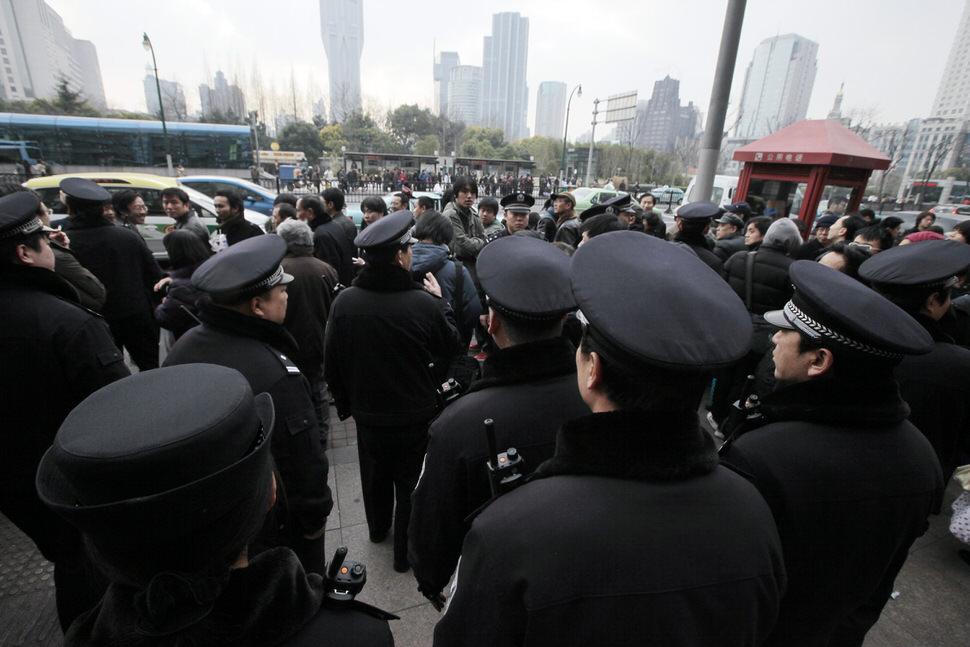 Shanghai police.jpg