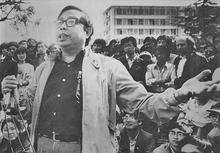 Fang Lizhi addresses students, 1989