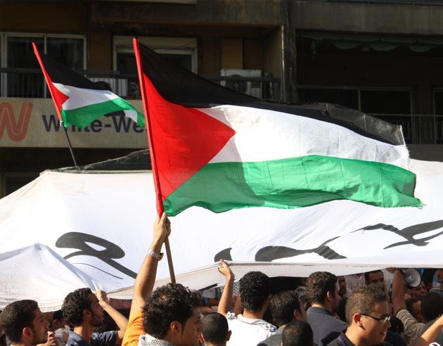 Activists with jihadi flag.jpg