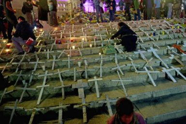 Members of Movement for Peace with Justice and Dignity lighting candles in memory of more than forty thousands victims of violence at Angel Square, Mexico City, October 31, 2011.