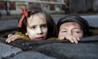 Milla Bankowicz and Robert Wieckiewicz in Agnieszka Holland's In Darkness (2012)