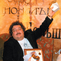 Dmitry Bykov receiving the Big Book Award for his biography of Boris Pasternak at the Central House of Writers, Moscow, November 2006