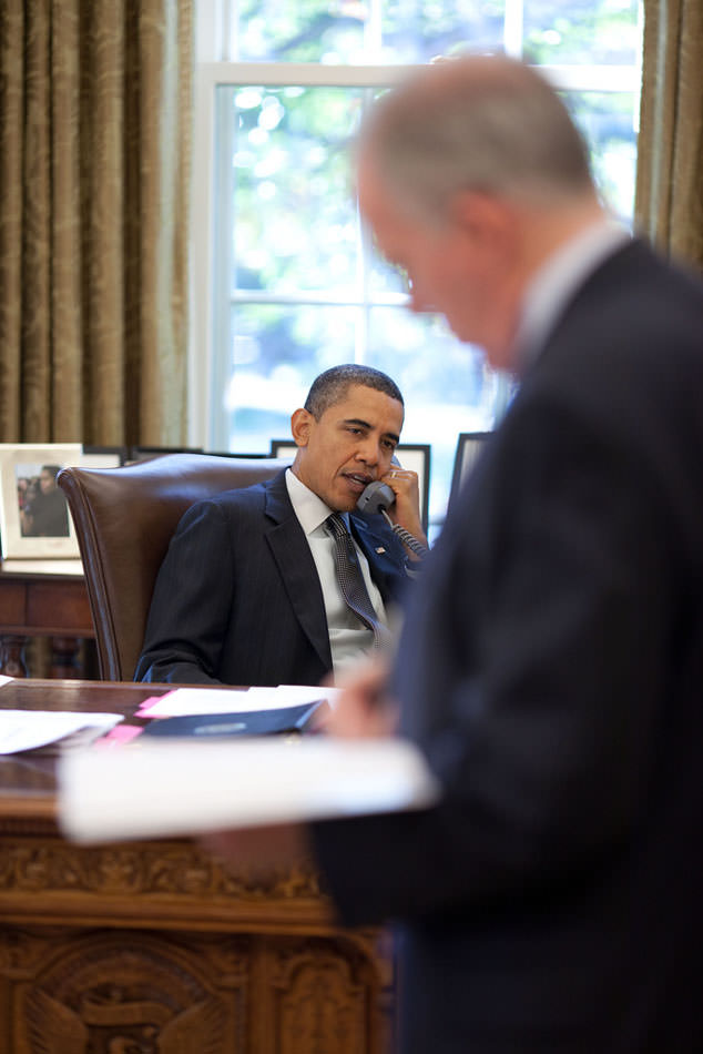 Obama telephoning Saleh.jpg