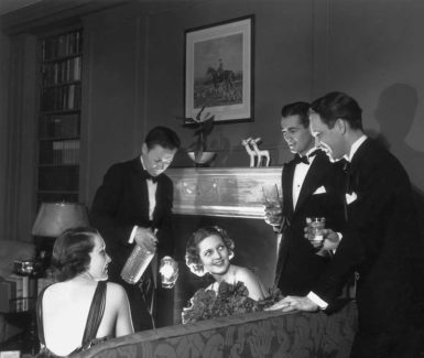 Drinks before dinner, circa 1935