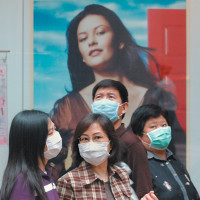 People wearing surgical masks to protect themselves from the SARS virus, Hong Kong, April 2003
