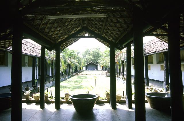 Yahapath Endera Farm School.JPG