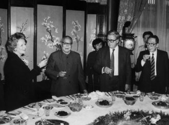 Margaret Thatcher with, from left to right, Chinese President Li Xiannian, British Foreign Secretary Geoffrey Howe, and Chinese Foreign Minister Wu Xueqian, Beijing, December 1984