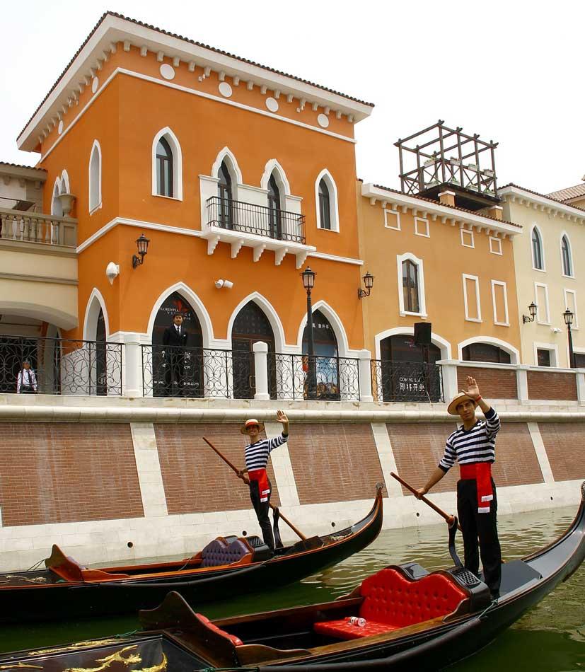 Gondoliers Tianjin Florence.jpg