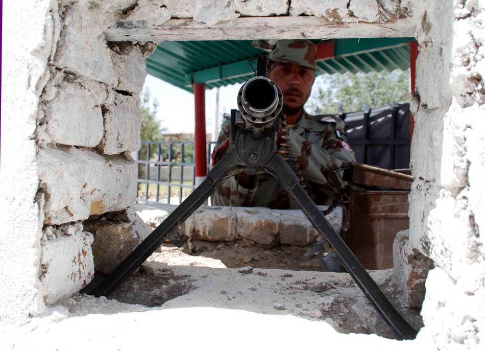 A Pakistani paramilitary soldier mans a checkpoint at the Pakistani-Afghan border in Chaman, Pakistan, May 20, 2013