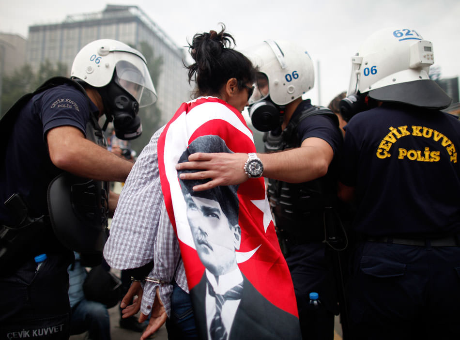Police detain protestor in Kizilay.jpg