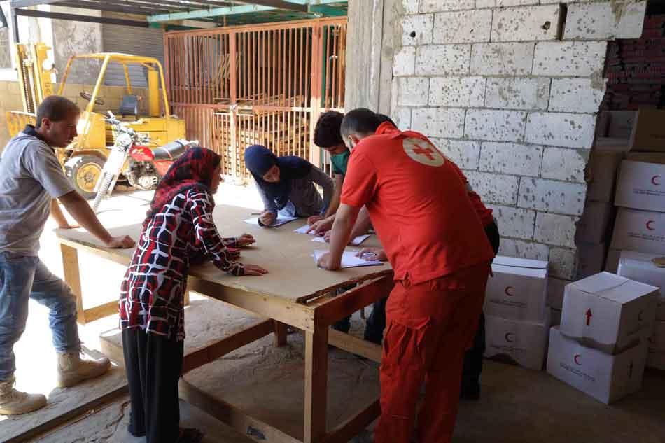 Refugee aid distribution Hermel.jpg