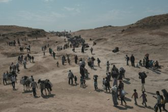 Syrian refugees crossing into northern Iraq near Dohuk, Iraq, August 21, 2013