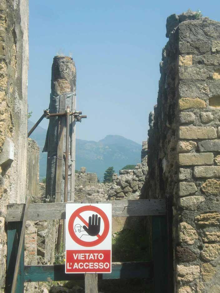 Pompeii Sign.jpg