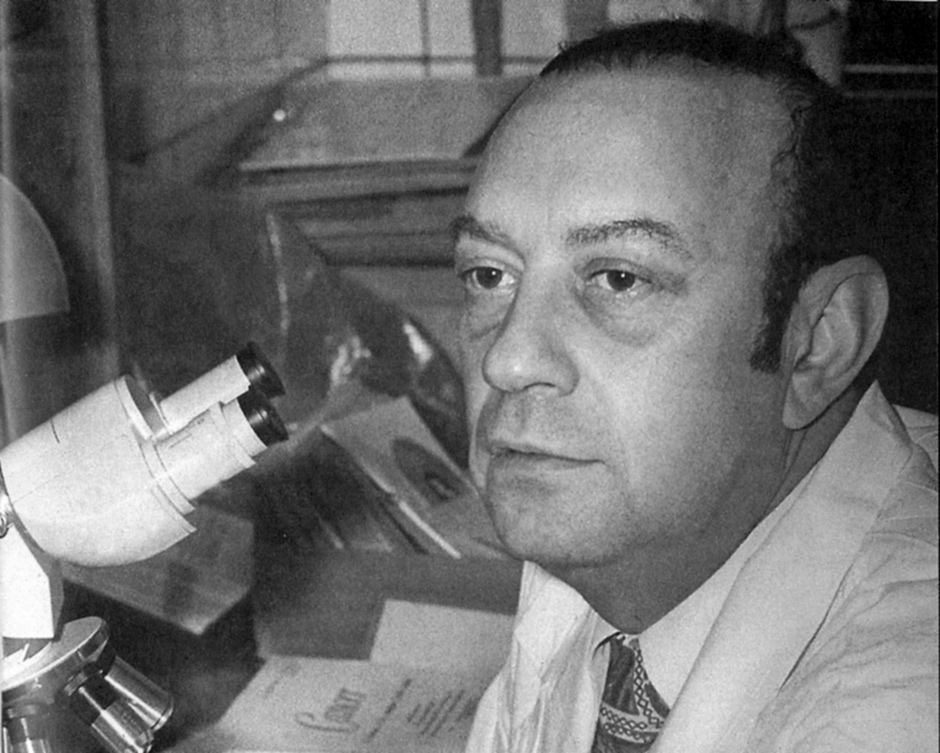 Leonid Tsypkin at his lab at the Institute of Poliomyelitis near Moscow, early 1970s