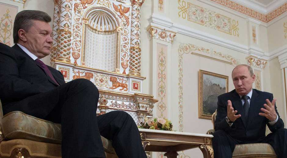 Putin Yanukovych in Sochi.jpg