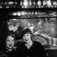 Brassaï: Prostitutes at a bar, Boulevard Rochechouart, Montmartre, c. 1932, PS 82. Private collection, PI. 344. Photo RMN-Grand-Palais, Michèle Bellot.