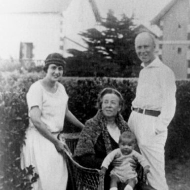 Lina Prokofiev with her husband Serge, his mother Maria Grigorievna Prokofieva, and their son Svyatoslav, Paris, 1924