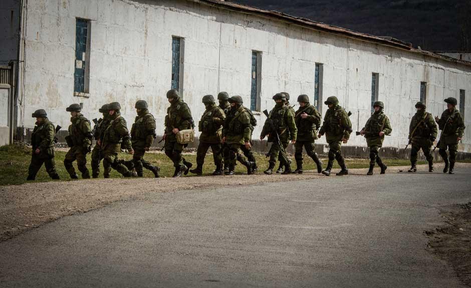 Armed forces surround Ukrainian base.jpg