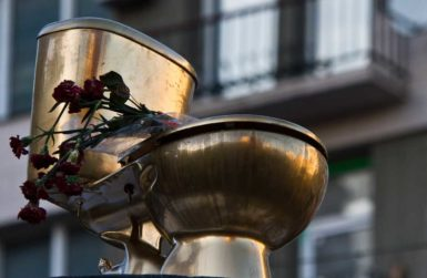A golden toilet installed in central Kiev to symbolize the corruption of the Yanukovych regime, February 3, 2014