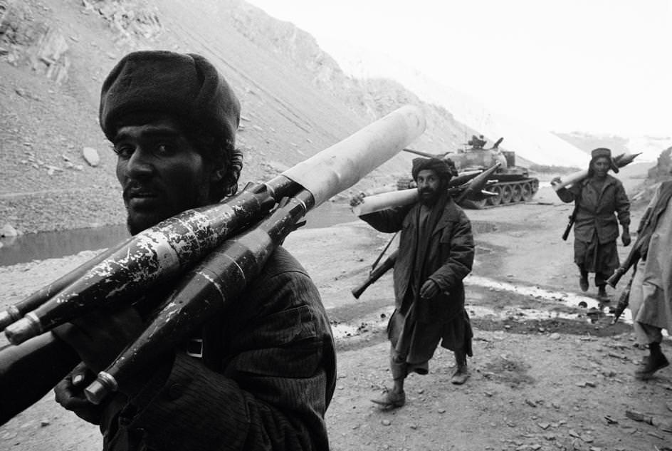 Taliban fighters, 1996.jpg