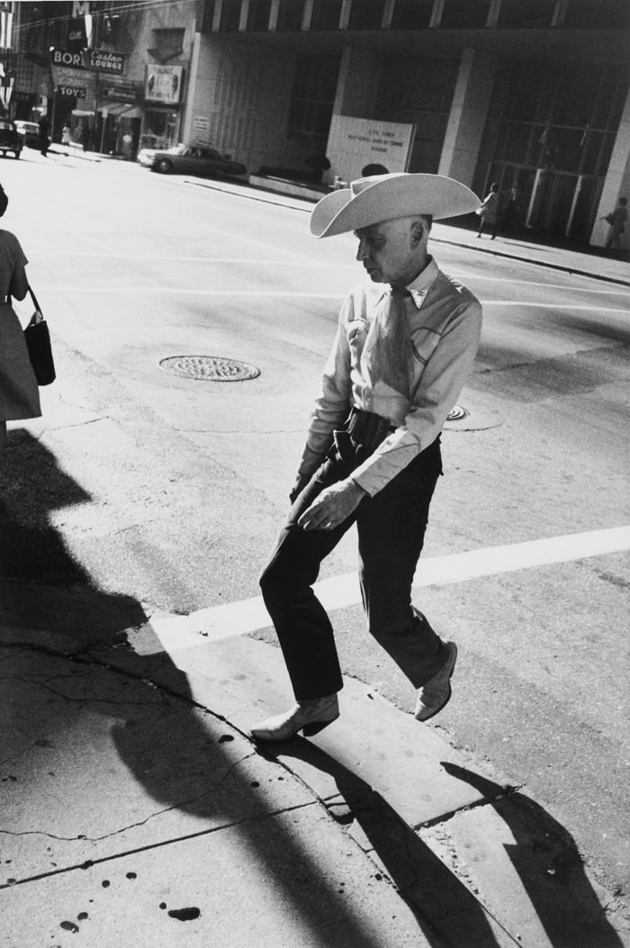 Garry Winogrand: Dallas, 1964.jpg