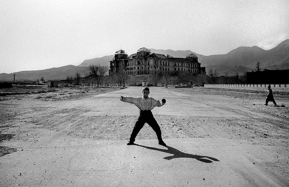 Kabul, Afghanistan, 2001; photograph by Alex Majoli