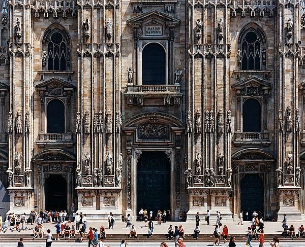 Struth Milan cathedral.jpg