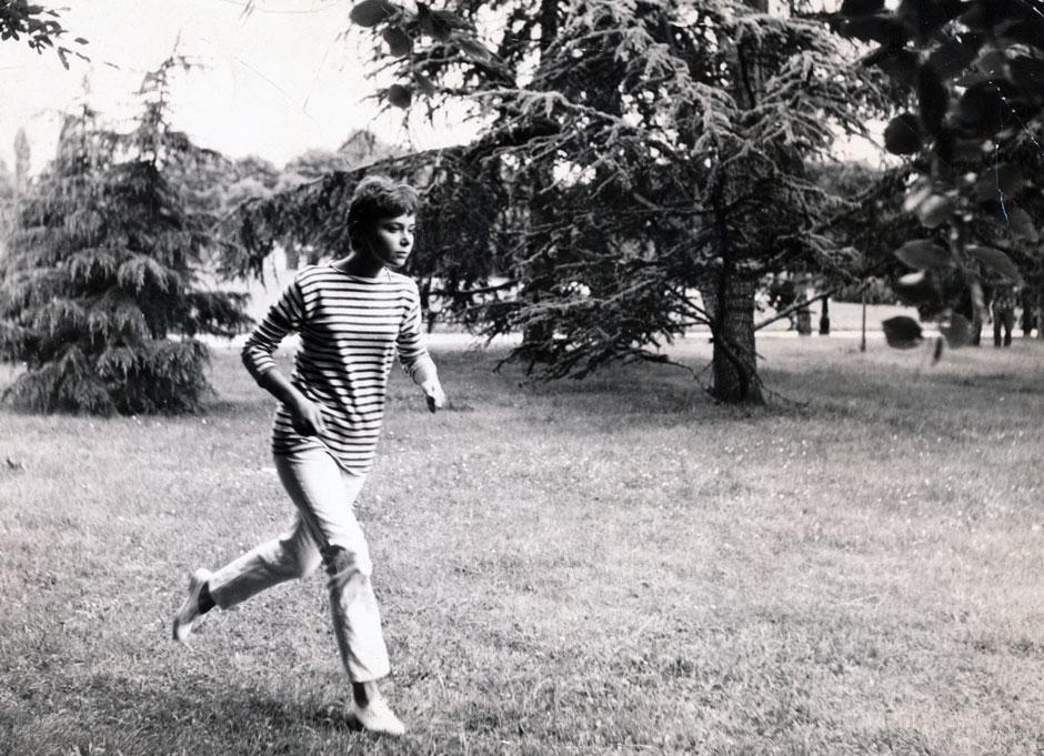 Nadja Tesich jogging in Eric Rohmer's Nadja à Paris, 1964