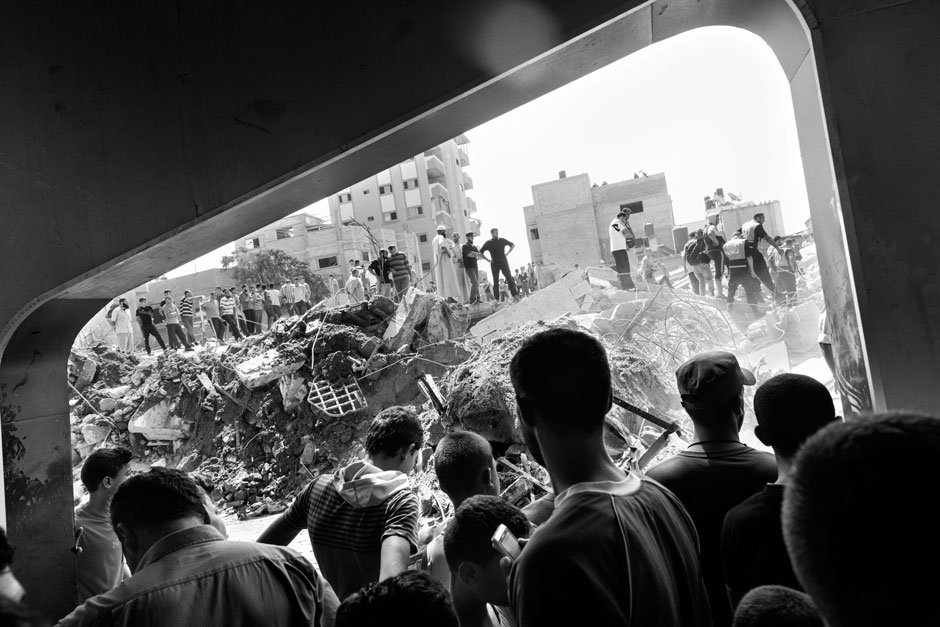 Rescuers looking for survivors and bodies at the Qassam Mosque in the Neuseirat refugee camp, Gaza Strip, August 9, 2014