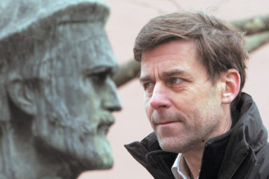 Peter Stamm with a bust of Gutenberg, Mainz, Germany, 2013