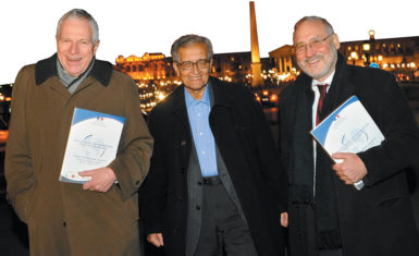 Edmund Phelps, Amartya Sen, and Joseph Stiglitz at a conference on the future of capitalism, Paris, January 2009