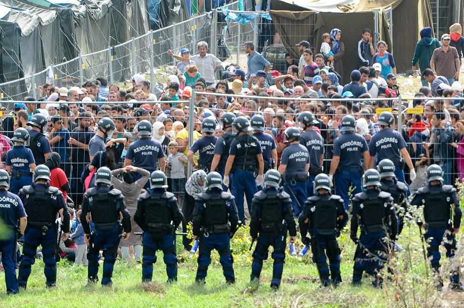 migrant reception Hungary.jpg