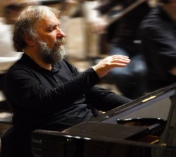 Radu Lupu rehearses with the Finnish Radio Symphony Orchestra