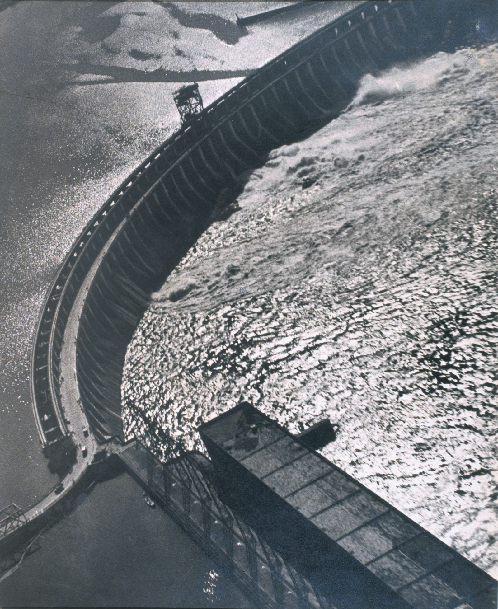 Georgy Petrusov: Dnepr Hydroelectric Dam, 1934–35