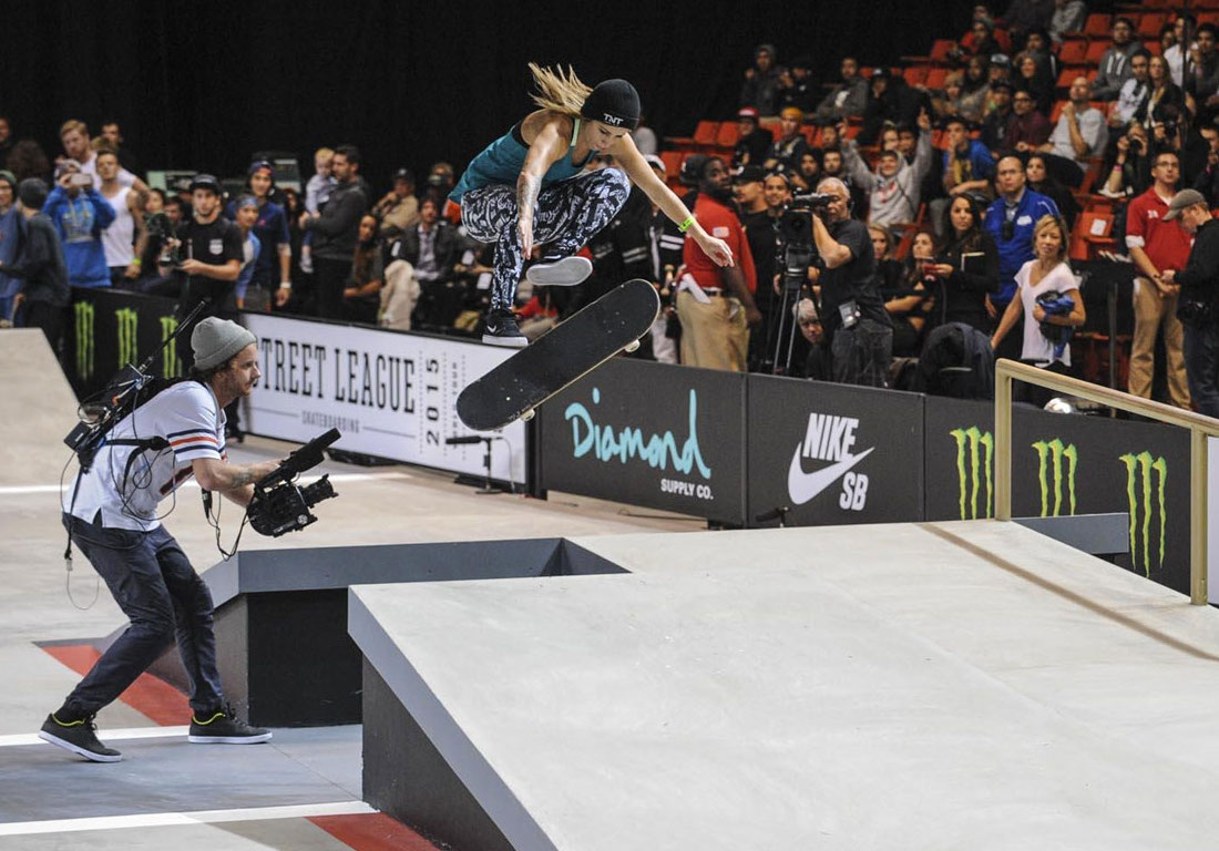 Leticia Bufoni competing in the women's Street League series, Chicago, 2016
